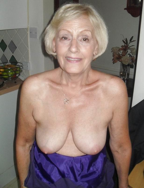 Подборка фото зрелых дам с висящими сиськами и не бритыми пездами