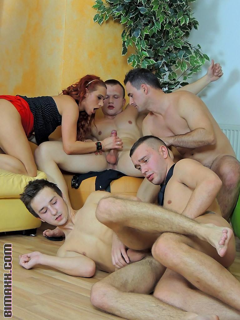 Бисексуальная оргия мужчин и женщин
