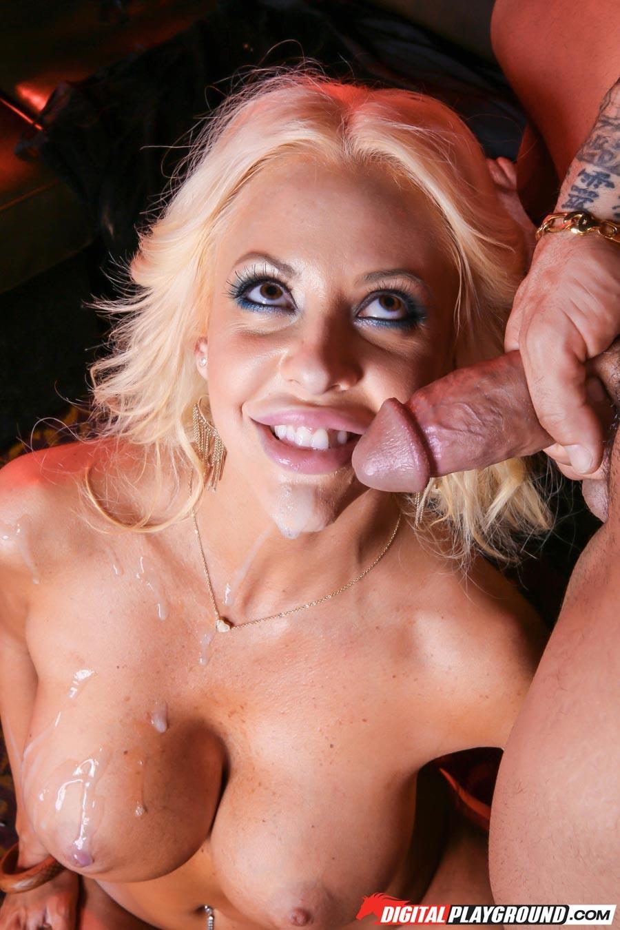 Блондинка с силиконовыми сиськами дала парнишке поебаться в пизду