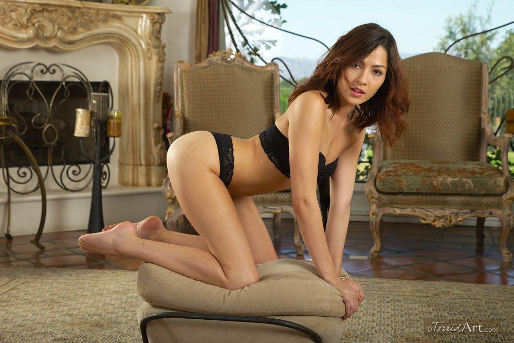 Cassie Laine скрасит твой день, красуясь в сексуальном белье
