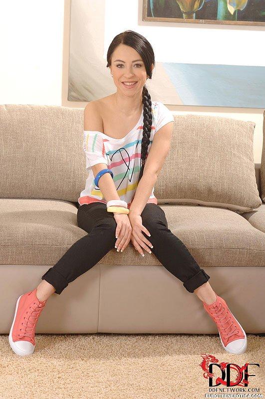 Сладкая малышка Sandra Luberc милая и восхитительная
