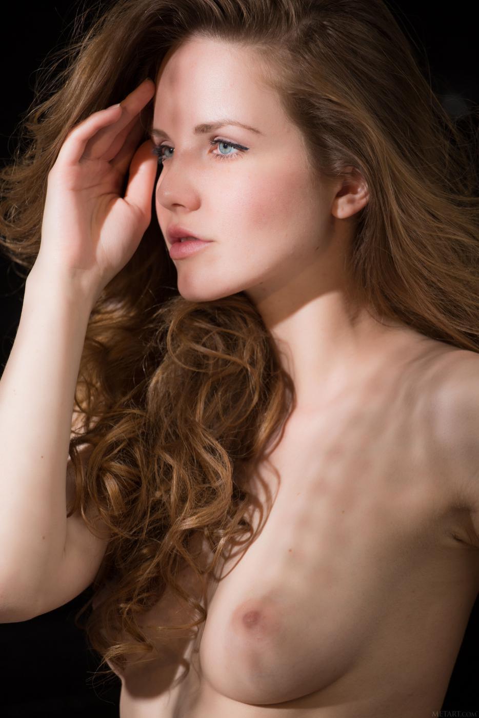 Соблазнительная натуральная красотка Camilla A позирует обнаженной в самой горячей эротической фотосессии всех времен