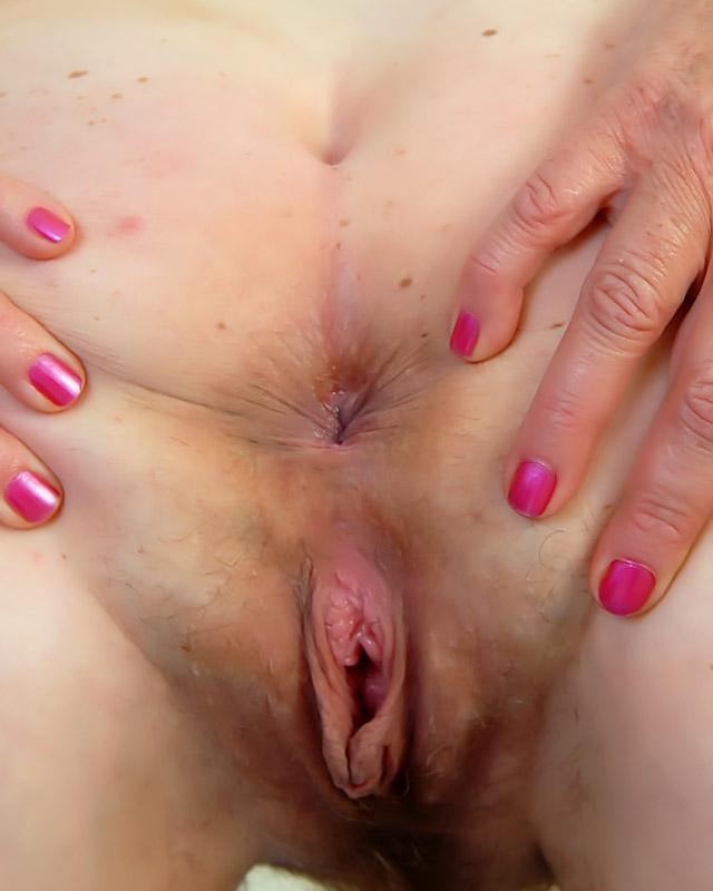Большие дойки и волосатая киска рыжеволосой бабушки